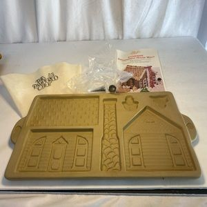 Pampered Chef Gingerbread House Pan